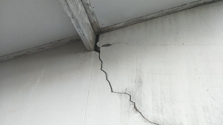 crepa nella parete