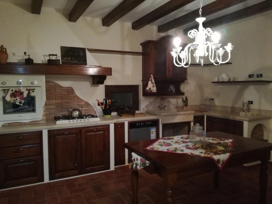 Casa nuova stile casale rustico idee costruzione case - Costruzione cucina ...