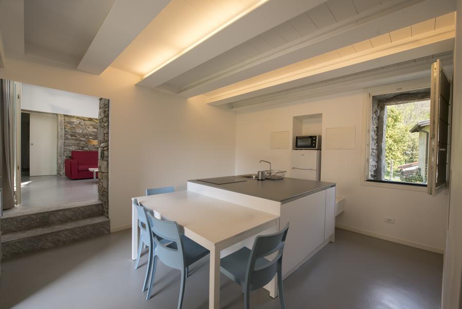 Foto cucina a isola con illuminazione integrata di arch