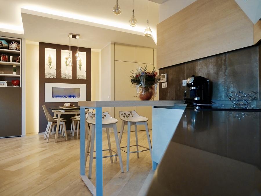 Cucina aperta sul living