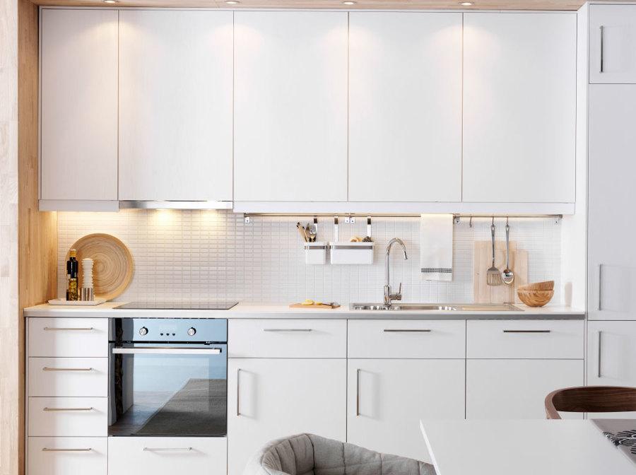 Foto cucina bianca monoblocco di marilisa dones 381886 - Ikea piatti cucina ...