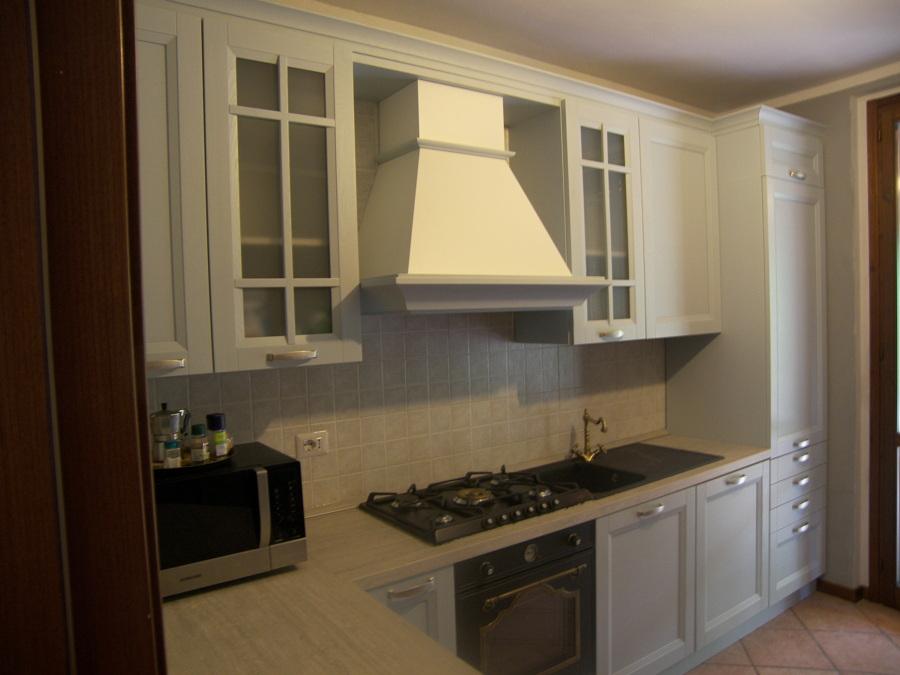 Foto cucina completa country azzurra de figli di consonni amedeo 205157 habitissimo - Cucina completa angolare ...