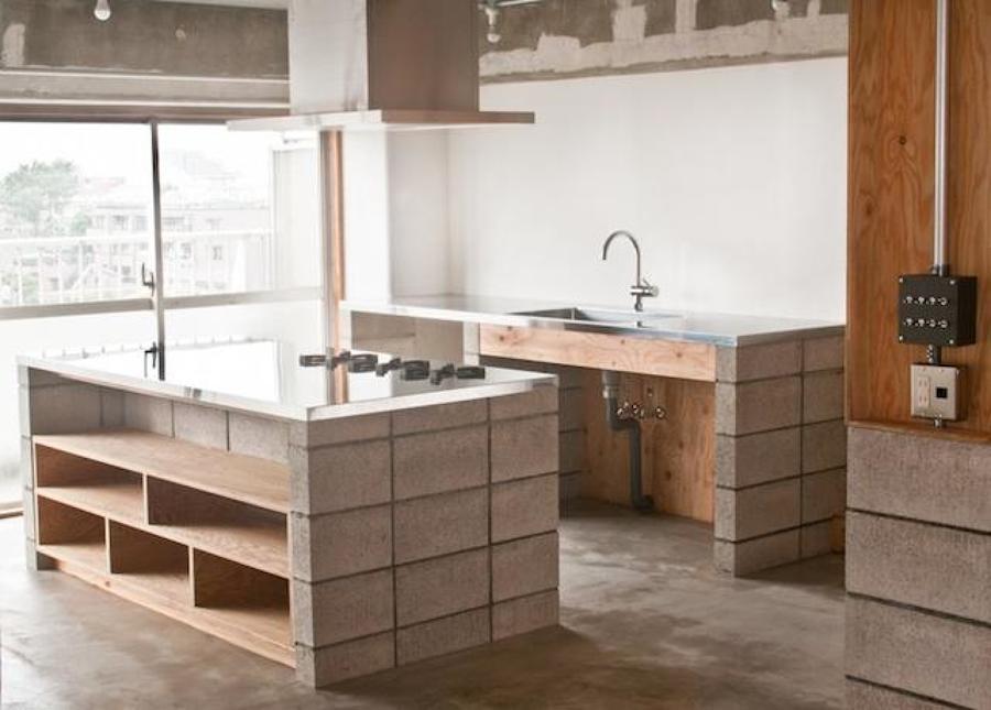 Foto cucina con blocchi di cemento a vista di rossella - La cucina di rossella ...