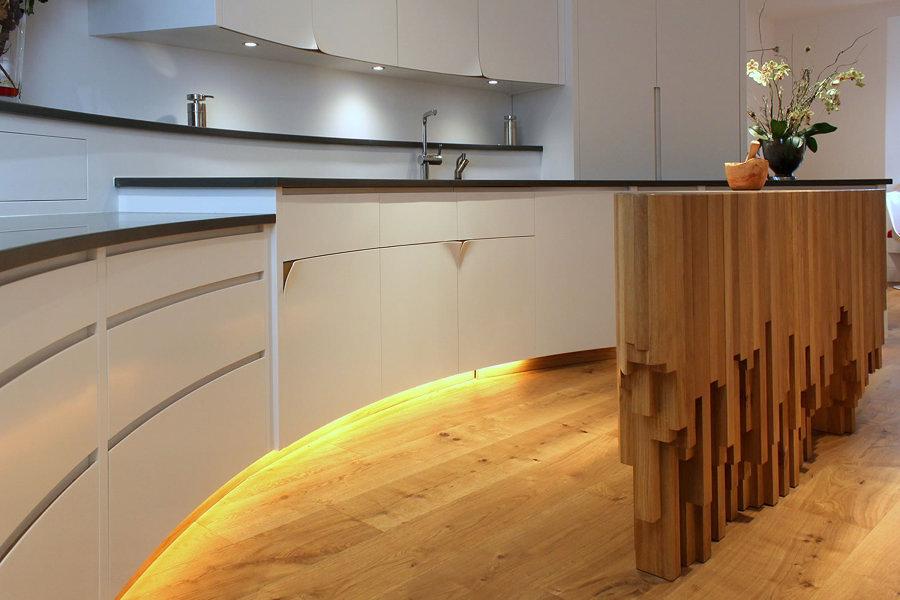 Cucina Moderna Con Isola Ovale: Cucina moderna con isola laccata ...