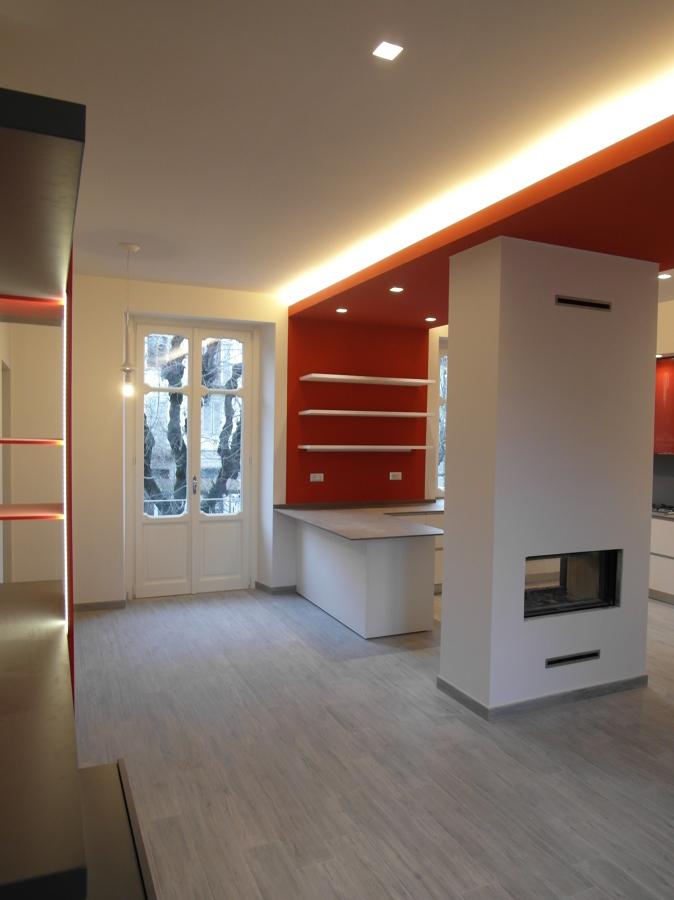 ... Interior Design : Foto cucina con penisola e caminetto bifacciale di