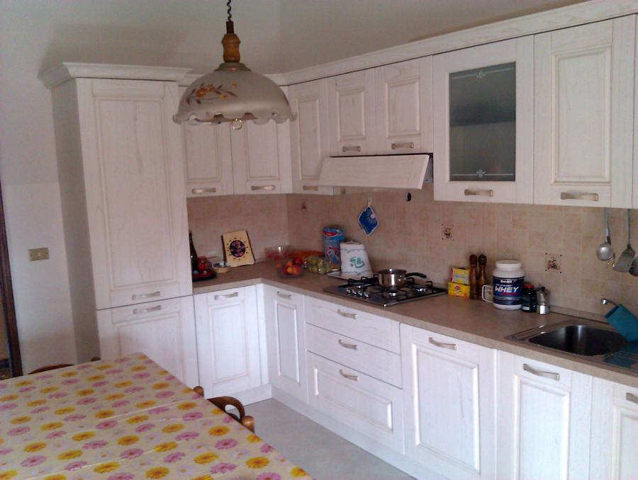 Progetto di piccola restrutturazione con cucina decapè idee mobili