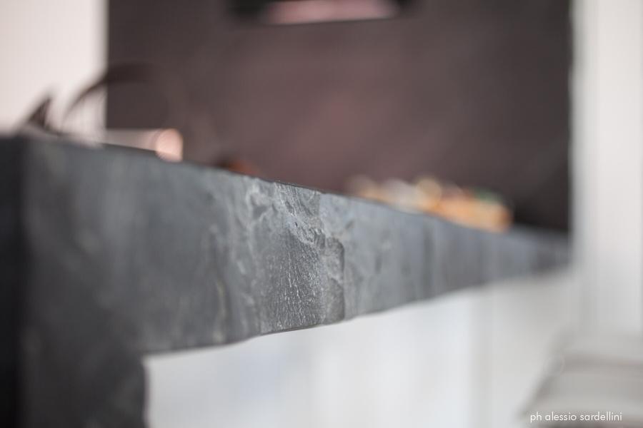 Cucina_dettaglio piano in pietra
