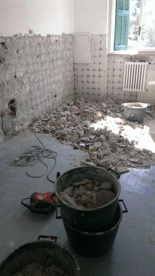 Cucina in fase di demolizioni
