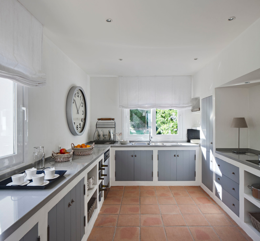 Foto cucina in muratura con ante grigie di rossella for Ante cucina in muratura