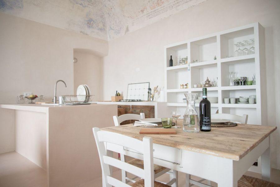 Cucina in muratura con credenza