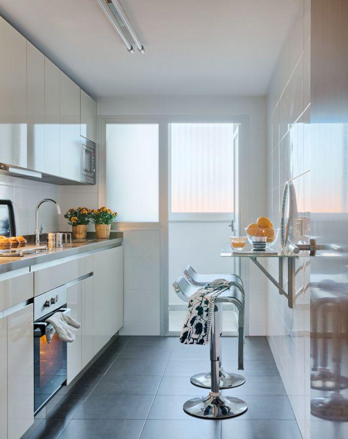 10 idee di arredo per cucine lunghe e strette idee - Ikea barra cucina ...