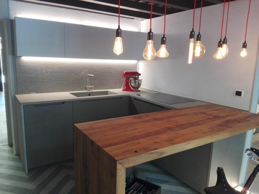 Foto cucina penisola e illuminazione di piano di posa di martinelli claudio 537347 habitissimo - Cucina penisola ...