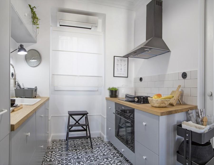 Cucina piccola con mobili su misura