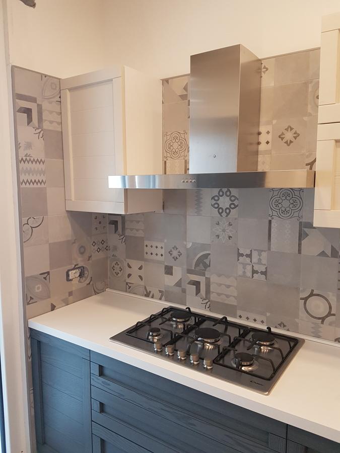 cucina, rivestimento in cementina