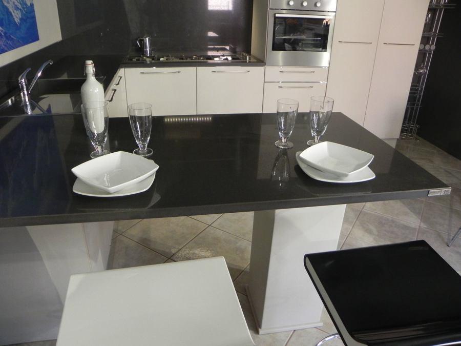 Cucina Chiara - particolare della penisola