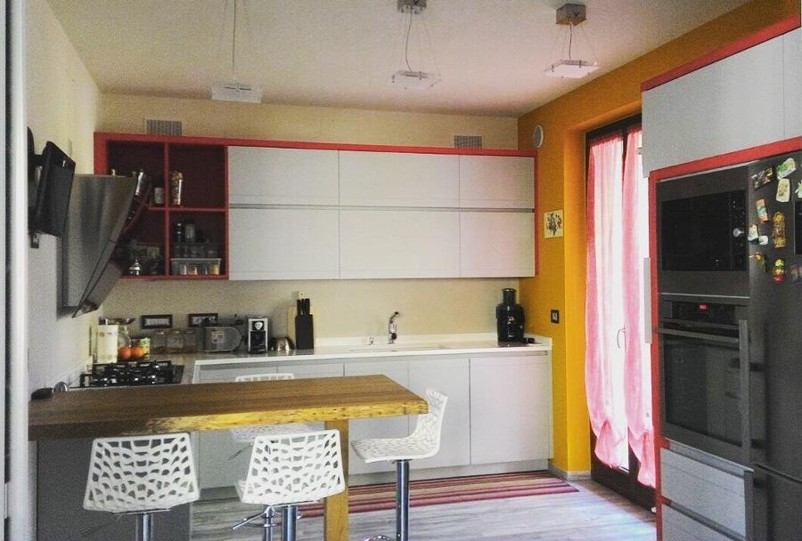 Cucina su misura con piano in legno