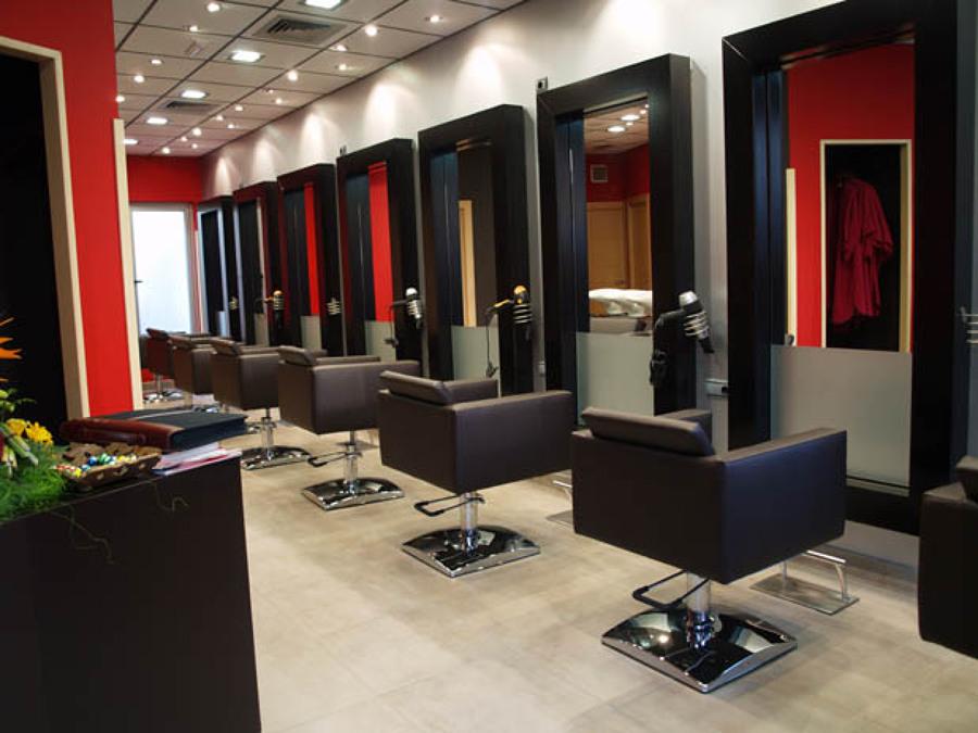 Come arredare un salone per parrucchieri idee interior for Idee per arredare salone