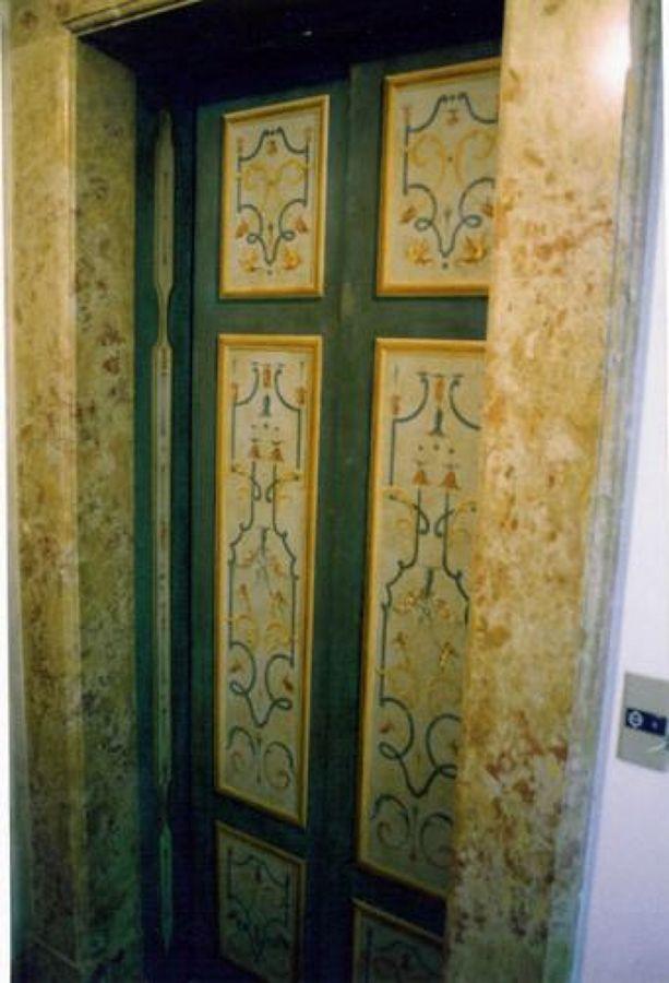 Decorazione pittorica porte di ascensore