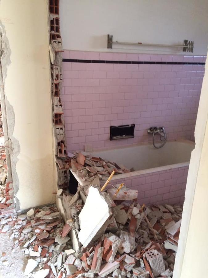 Demolizione bagno principale
