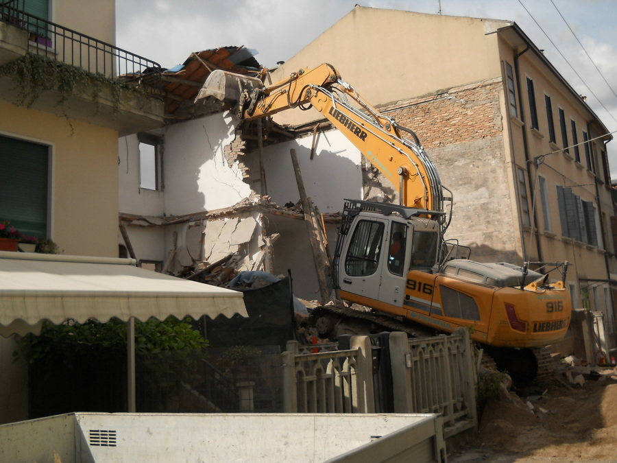 demolizione fabbricato precedente