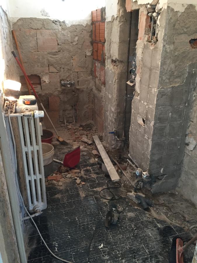 Demolizioni intonaci e pavimenti