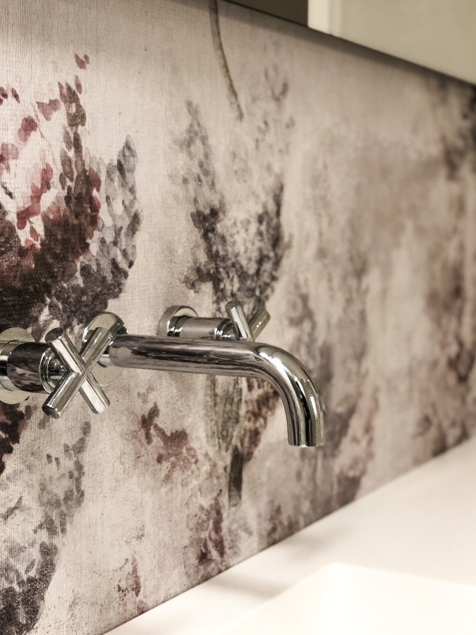 Dettaglio parete lavabo
