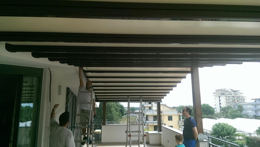 Foto dettaglio pergotende accoppiate con struttura in legno di oasis srl semplificata 387882 - Tenda da tetto oasis ...