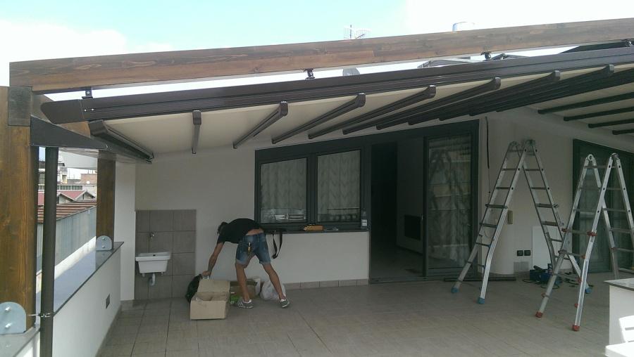 Foto dettaglio pergotende accoppiate con struttura in - Tenda da tetto oasis ...