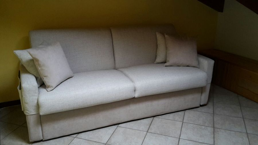 Il nostro divano letto da 18cm di materasso idee tappezzieri for Materasso divano letto