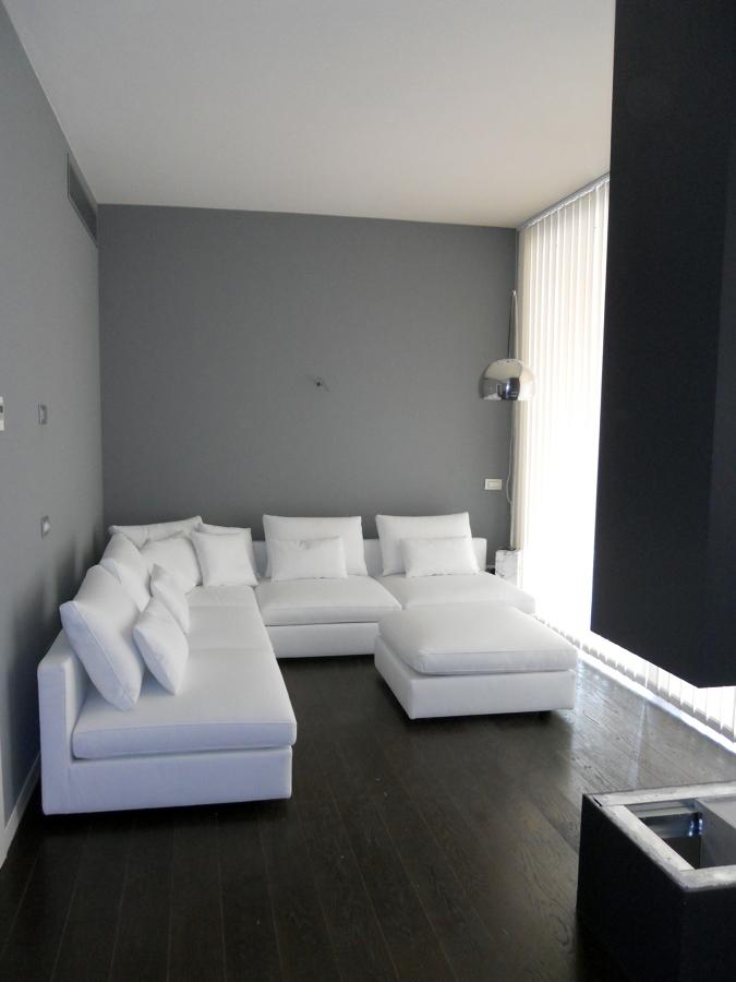 Foto divano su misura in pelle di 3s in fabbrica salotti for Centro divani olbia