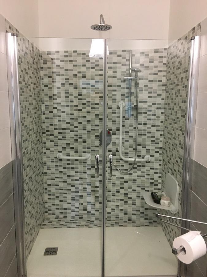 Rifacimento bagno per b b adibito anche per disabili idee ristrutturazione bagni - Ristrutturazione bagno disabili agevolazioni ...