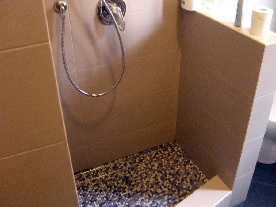 Foto: doccia costruita su misura per disabili di icis #123477