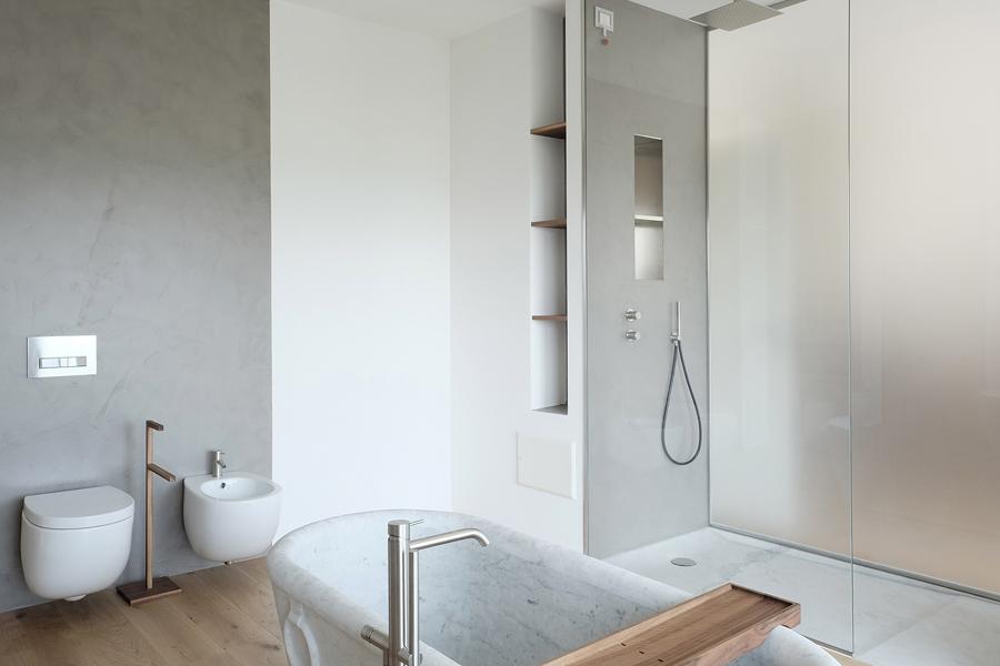 Bagno lungo e stretto doccia passante progetti bagno for Doccia passante