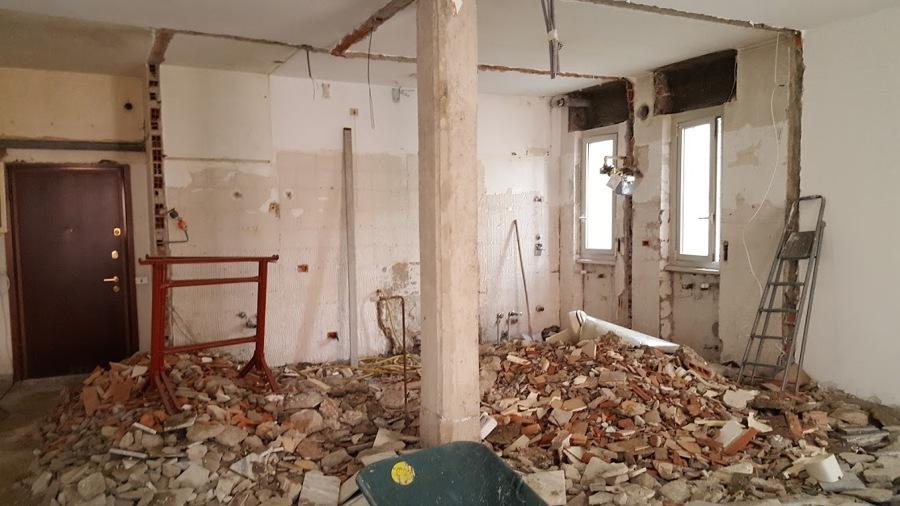 Durante le demolizioni in cantiere