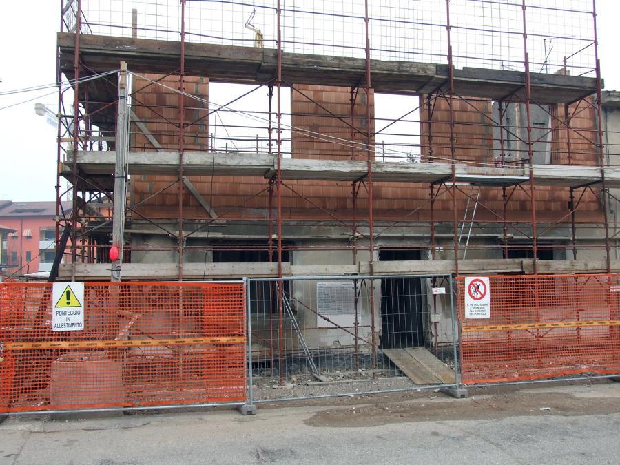 Durante le fasi di costruzione muri primo del piano
