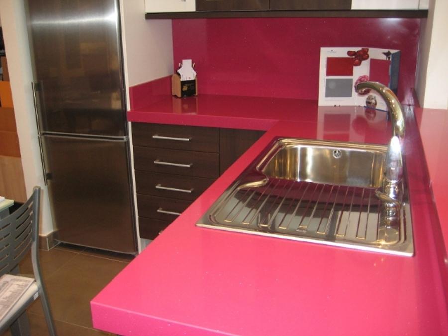 Piani di lavoro colorati per la cucina ed il bagno idee for Piani di coperta per la casa mobile