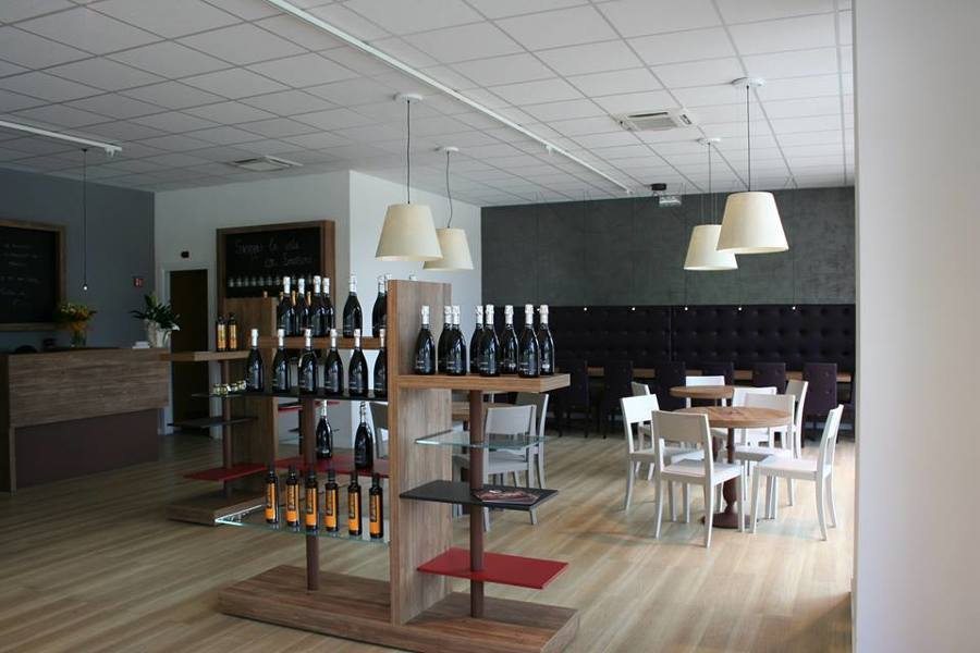 Design interni enoteca e progetto arredo wine bar su for Arredo bar design