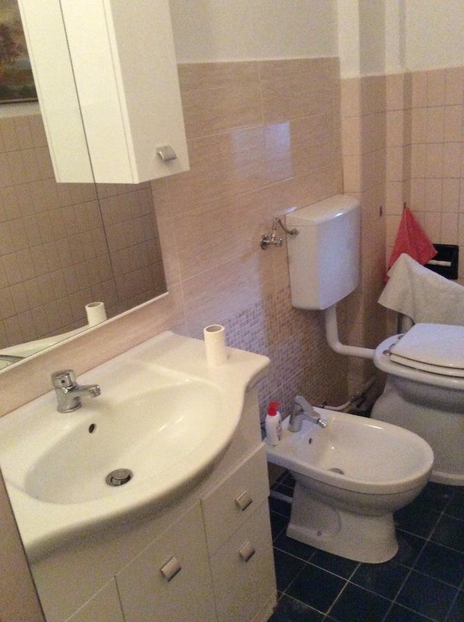 Essendo un alloggio in affitto è stata sostituita solo la parete attrezzata.