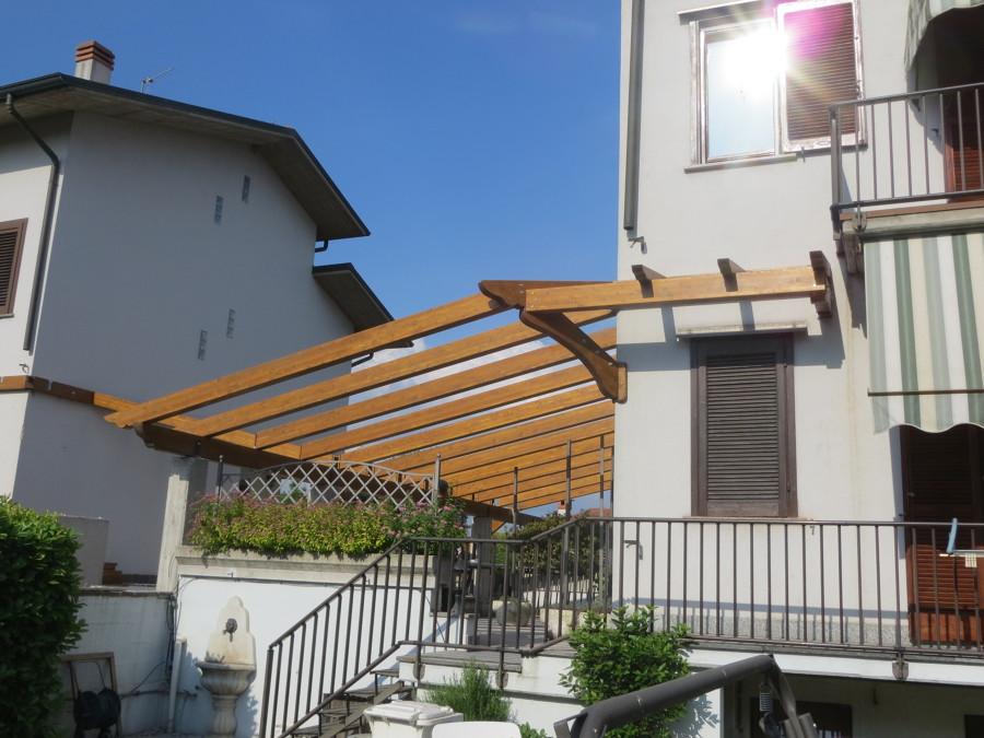 Realizzazione portico idee costruzione case for Idee di portico contadini