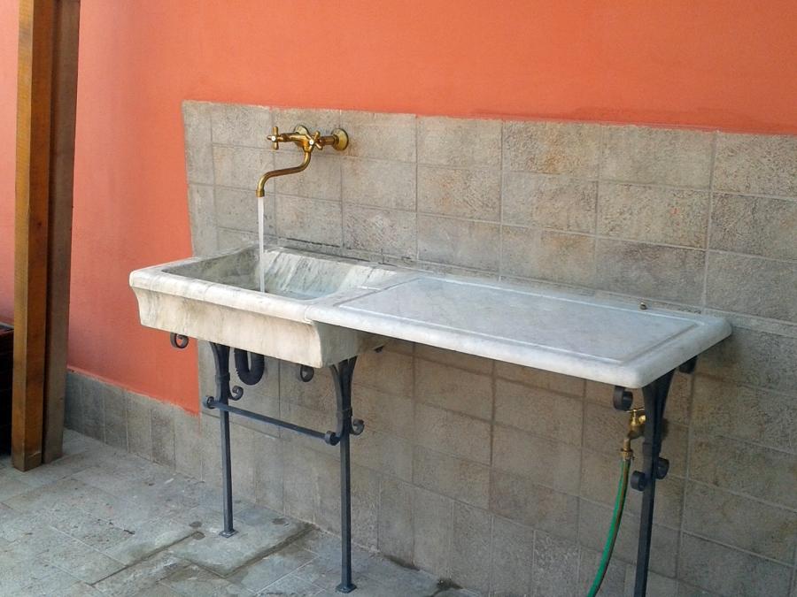 Foto finalizzazione messa in opera lavandino in marmo - Lavandini in marmo per cucina ...