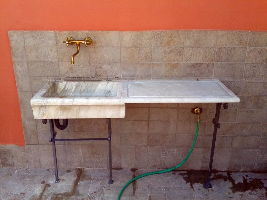 Progetto di Installazione di Lavandino In Marmo Antico con ...