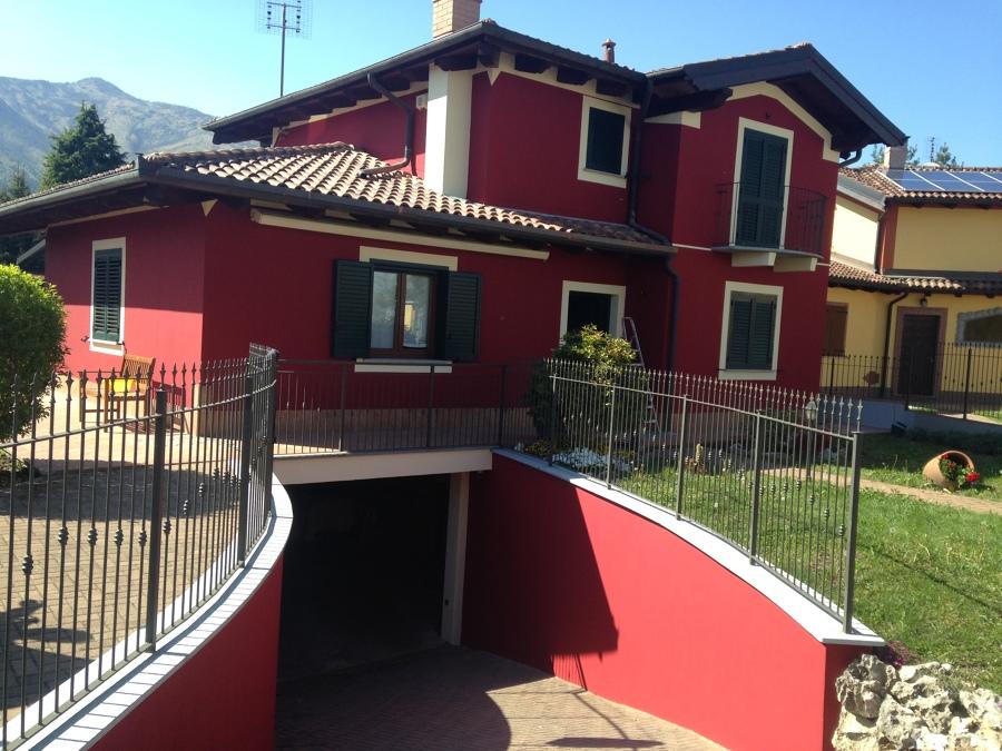 Tinteggiatura e decorazione esterna abitazione idee imbianchini - Colori per esterno casa foto ...