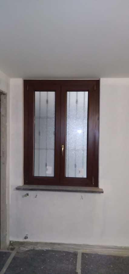 finestra 2 ante effetto legno