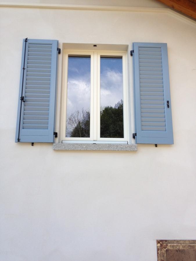 Foto finestra con persiana a muro di pirali serramenti for Disegno finestra con persiane