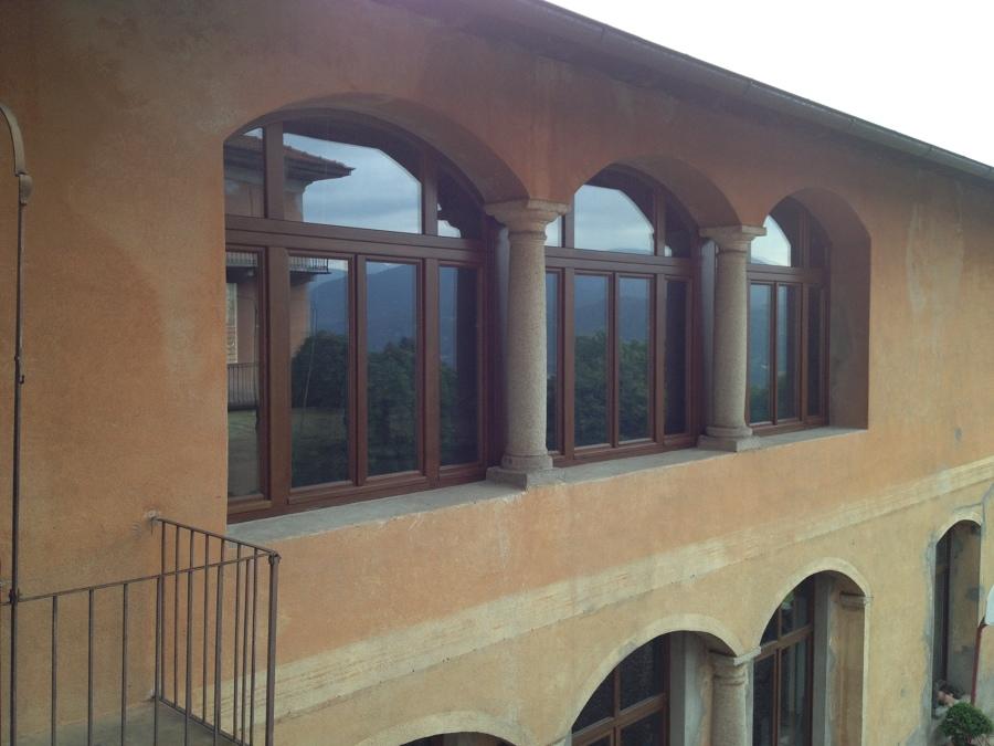 Produzione di serramenti in legno su misura idee infissi - Finestre in legno lamellare ...
