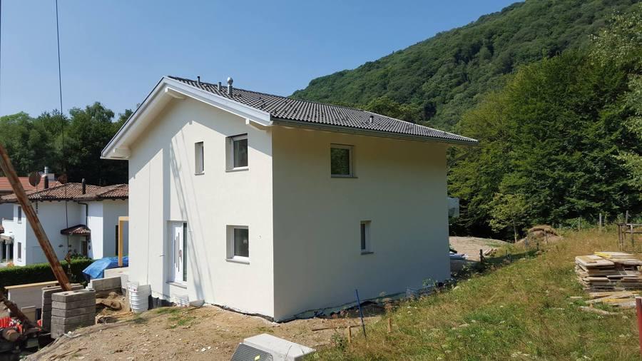Villa unifamiliare a bosco luganese idee costruzione for Finiture esterne per case
