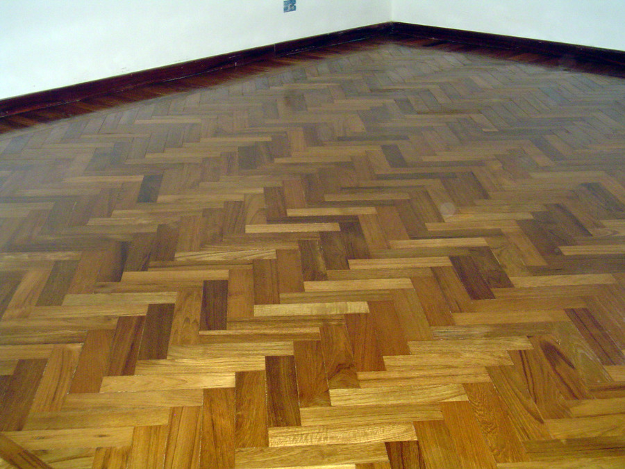 Fornitura e posa in opera lamparquet in essenza Teak