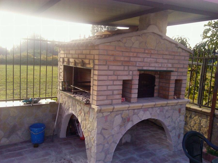 Foto forno a legna e grill fatto con mattoni rafleattati for Forno a legna in mattoni refrattari