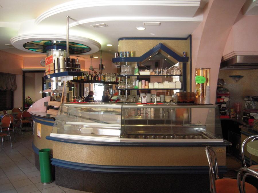 foto del bar prima della ristrutturazione