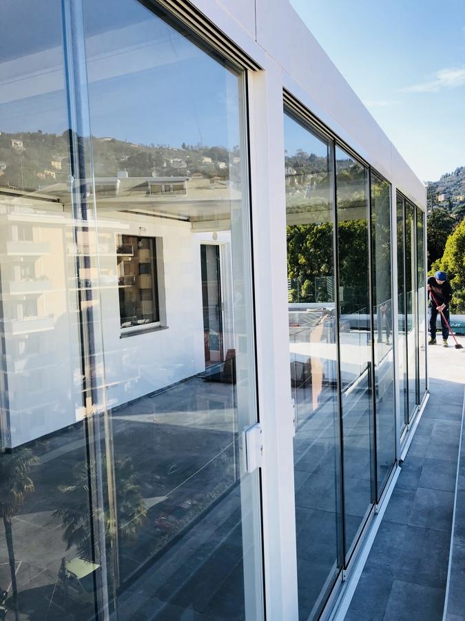 Frontale con vetrate